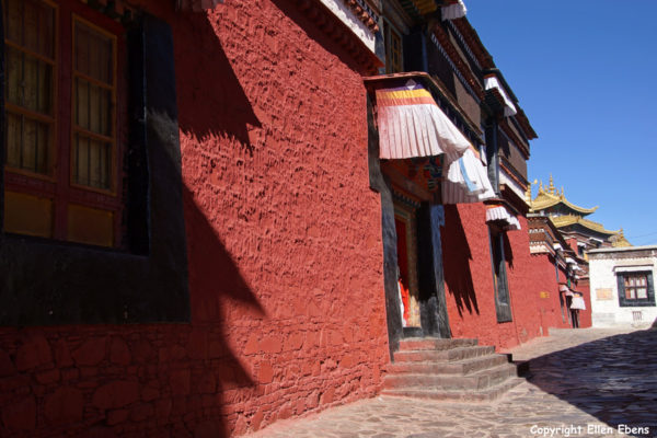 The entrance to one of the chapels at Tashilhunpo Monastery, Shigatse