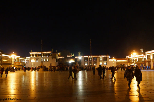 Lhasa, Barkhor Square with the Jokhang Temple by night