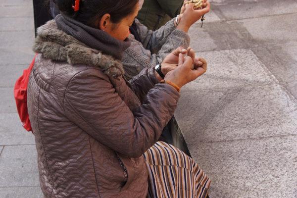 Lhasa, pilgrims at Chakpori Hill