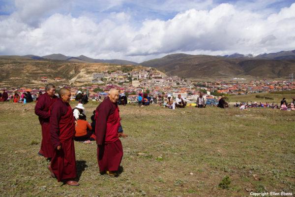Celebrating the new Stupa of Garze Monastery