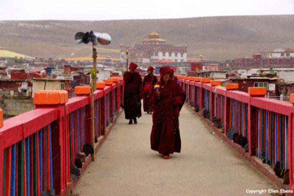 Nuns at Yarchen Gar