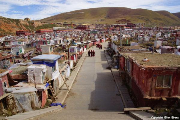 nuns houses Yarchen Gar
