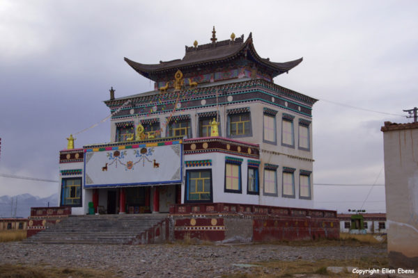 Monastery in the town of Xinghai