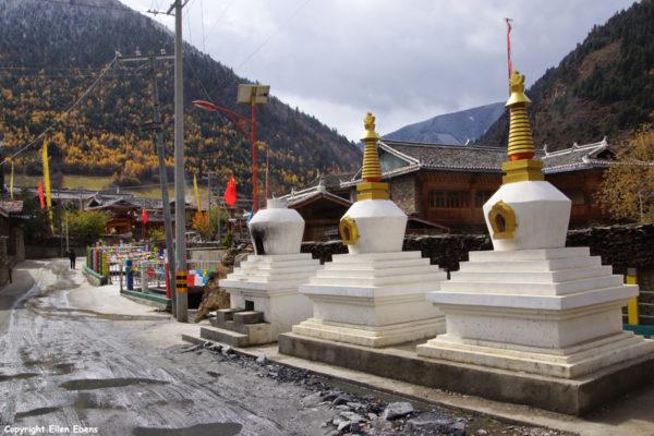 Stupas Tibetan village Songpan