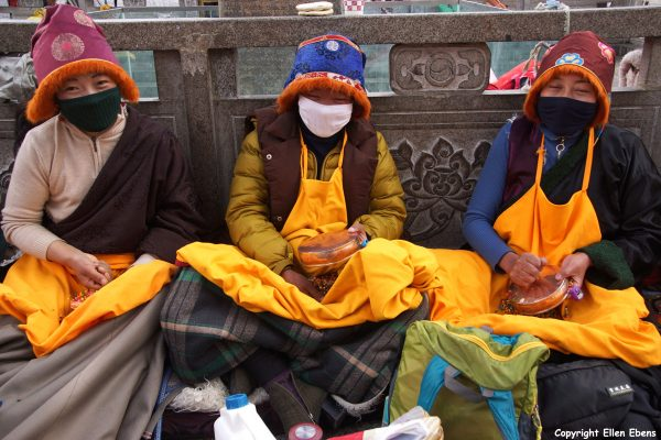 Pilgrims who are mandala praying in front of the Jokhang Temple
