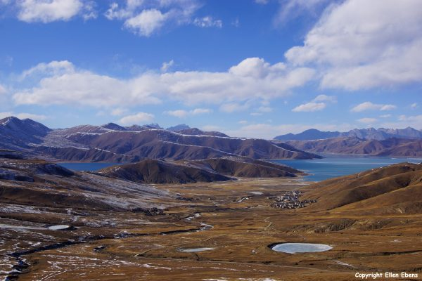 First day of the kora around Yamdrok Tso Lake