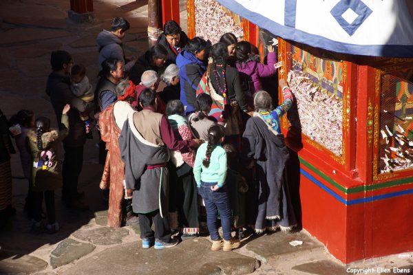 Pilgrims at the Tashilhunpo Monastery
