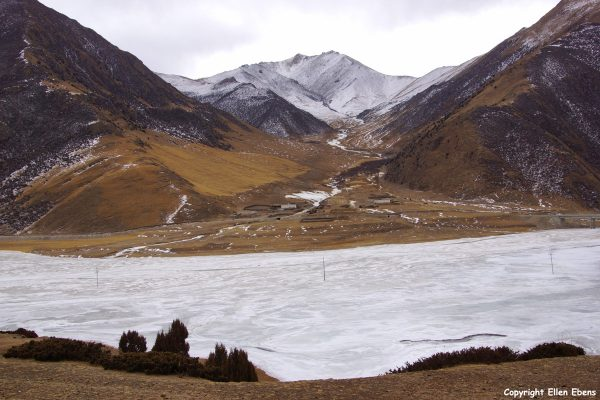 The valley of the Lhasa River, who has become a lake here